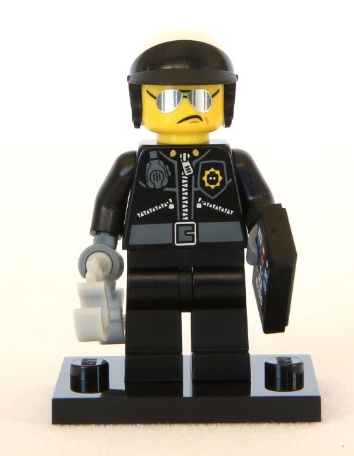 The-LEGO-Movie-Minifigures-Scribble-Face-Bad-Cop-1
