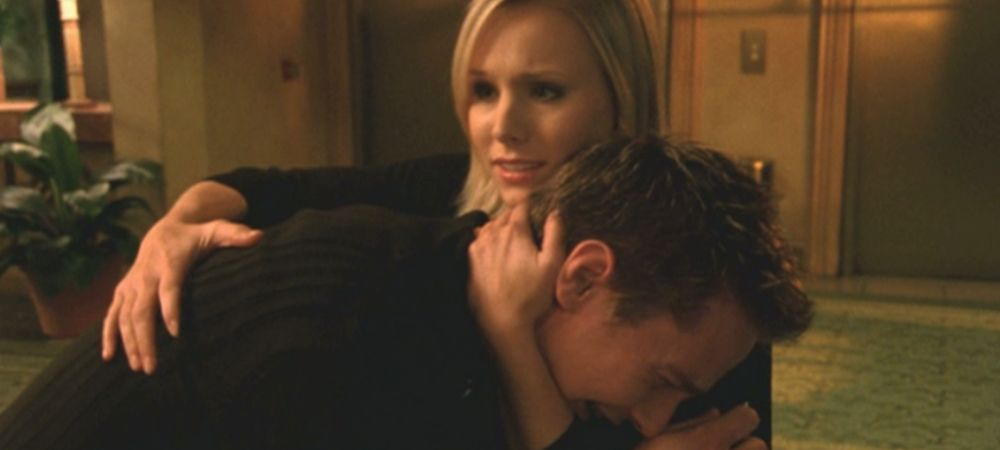 Best LoVe moments on Veronica Mars: Veronica comforts Logan