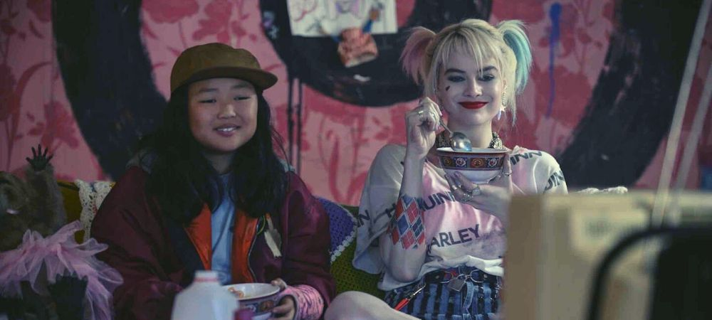Birds of Prey moments: Harley Quinn and Cassandra Cain on the couch